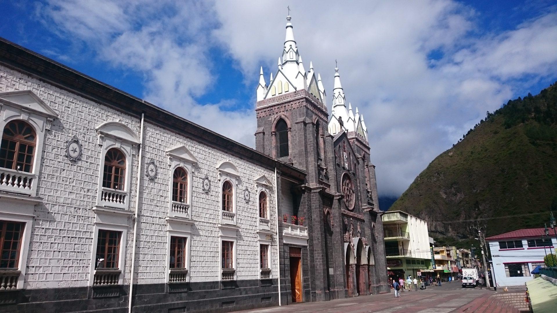Basílica de Nuestra Señora de Agua Santa, Ecuador