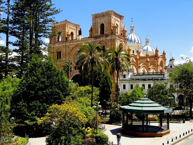 Abdon Calderon Park, Cuenca, Ecuador